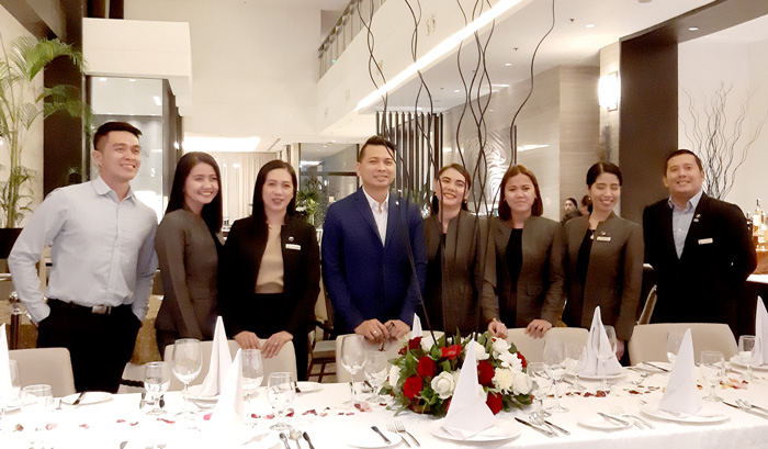 Seda Hotel Abreeza General Manager, Ken Kapulong (middle in blue suit)   and his power team.