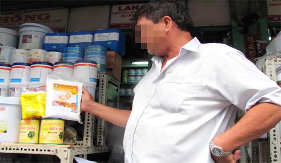 Mua hoá chất ở chợ Kim Biên (Q.5, TP.HCM) dễ như mua rau.
