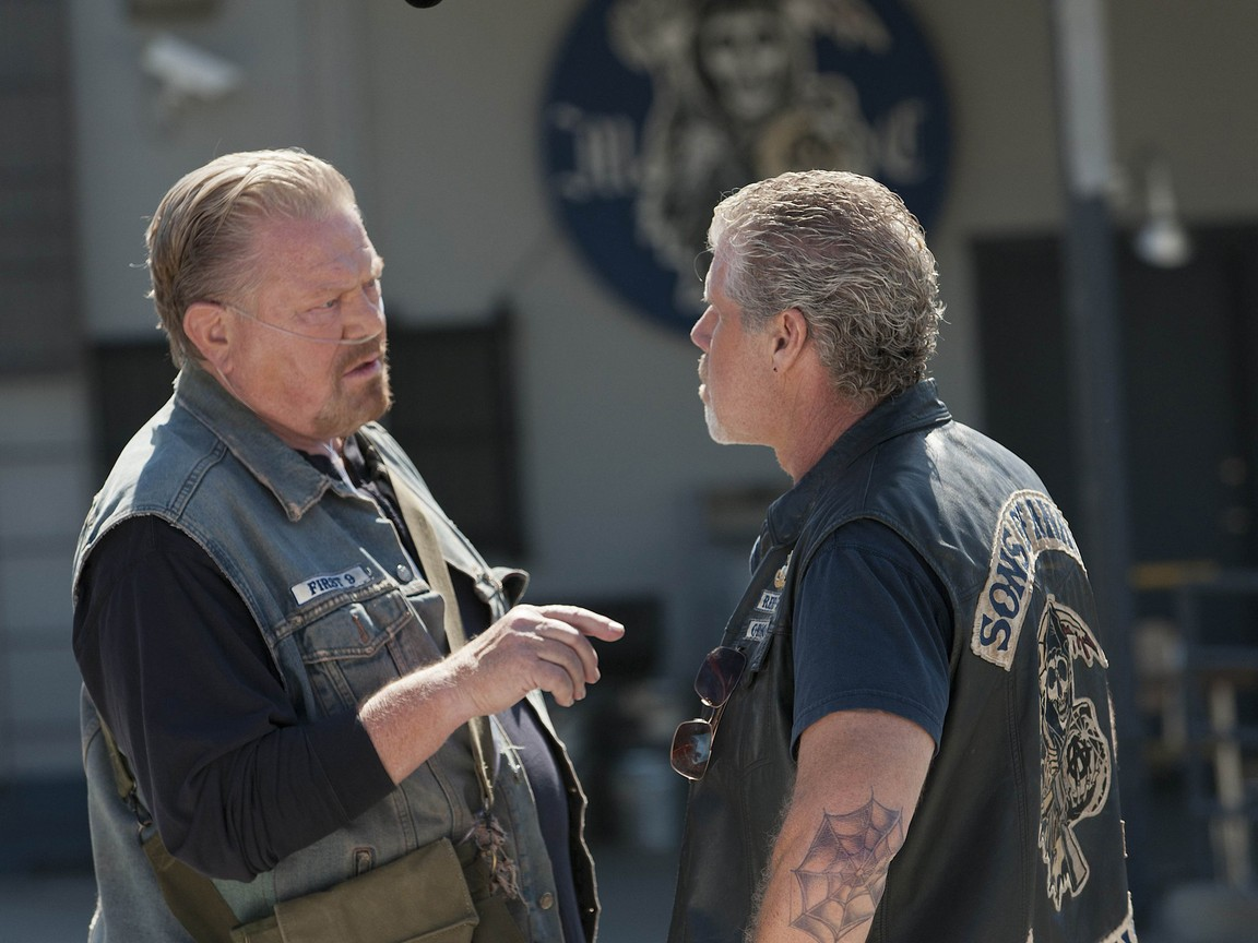 Sons Of Anarchy - Season 4 Episode 8: Family Recipe