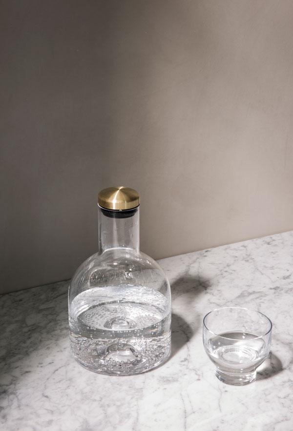 woda w eleganckiej butelce