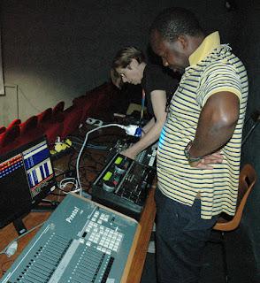 Diarra et Hélène à la régie
