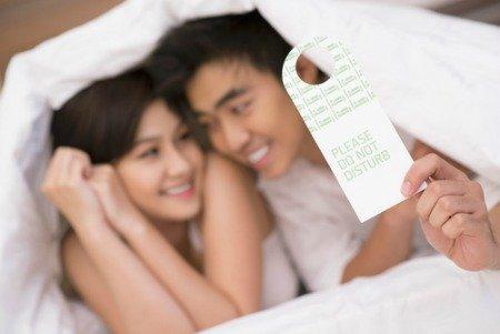 Aneh!!! Lurah Menggadaikan Istrinya Untuk di Tiduri Pria Asing Selama 3 Bulan