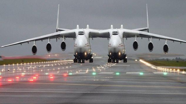 Το μεγαλύτερο αεροσκάφος στον κόσμο έτοιμο για την παρθενική του πτήση! Με άνοιγμα φτερών μεγαλύτερο από…γήπεδο ποδοσφαίρου! (BINTEO)