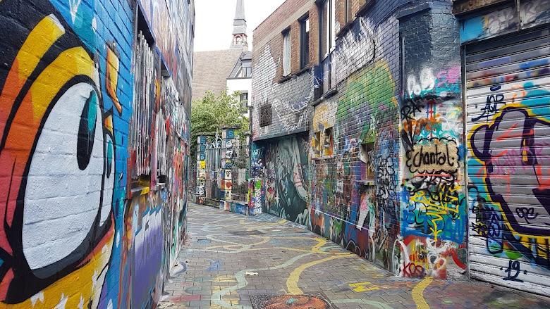 塗鴉街 (Graffiti Street),沒有行人覺得有點陰暗呢