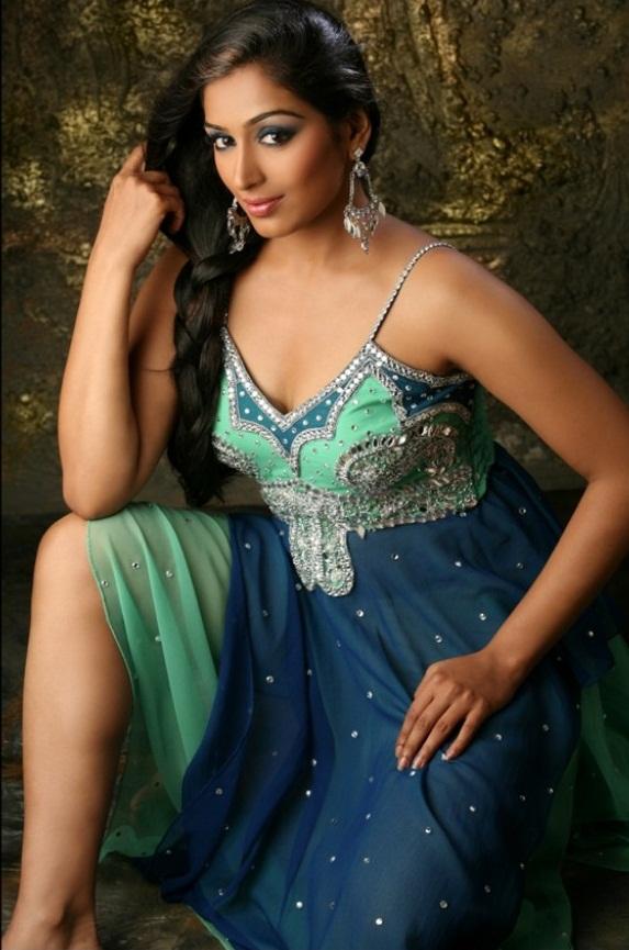 padmapriya hot in surya film awards - photo #47