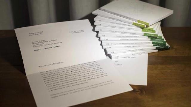 Hình ảnh mờ nhạt của Vatican về bức thư của Đức Bênêđictô XVI gây tranh cãi