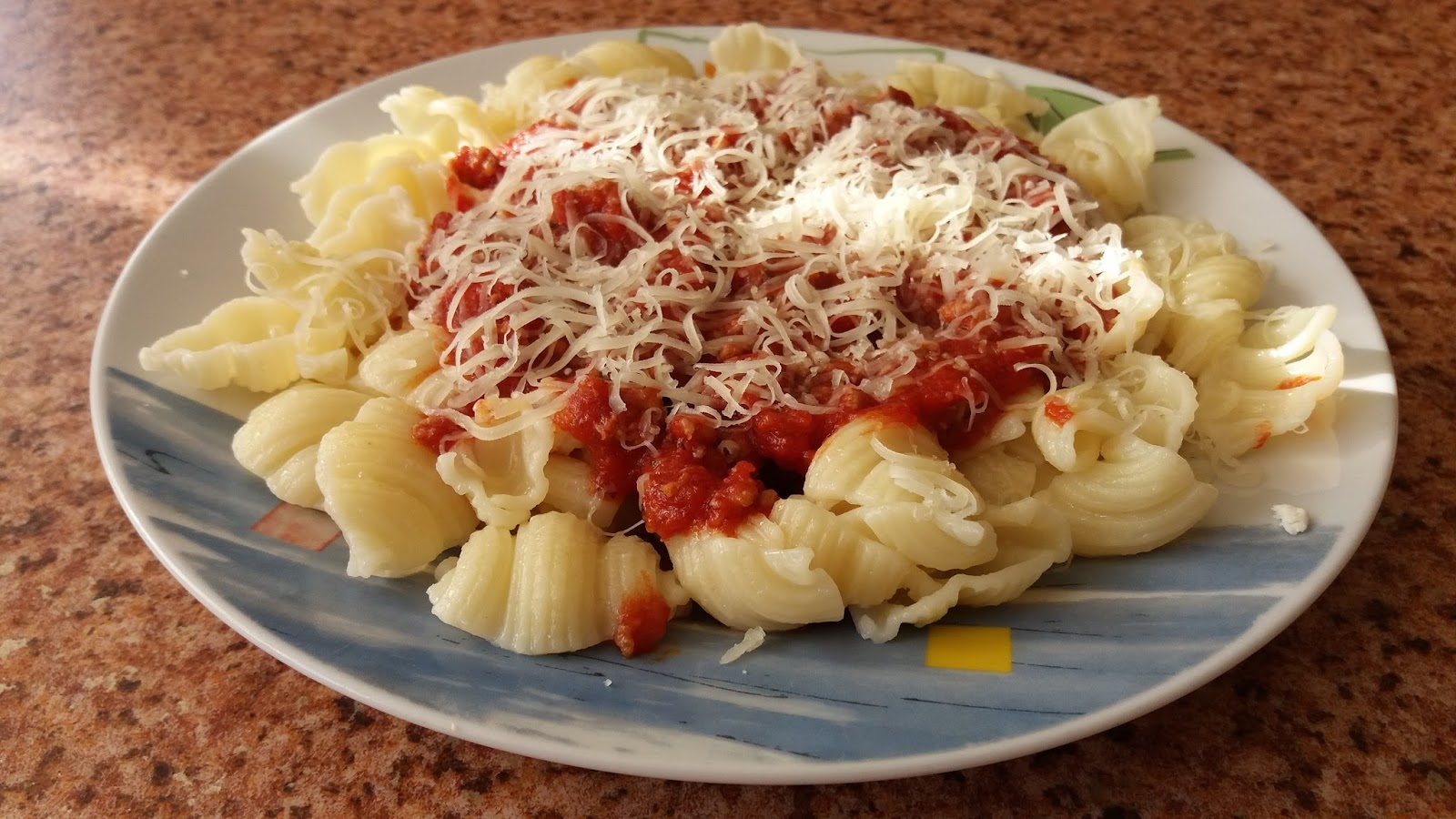 PASTA WITH TOMATO SAUCE AND MINCED MEAT