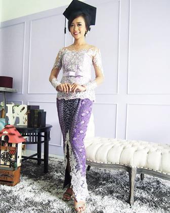 Model Kebaya Gamis Brokat Untuk Acara Wisuda