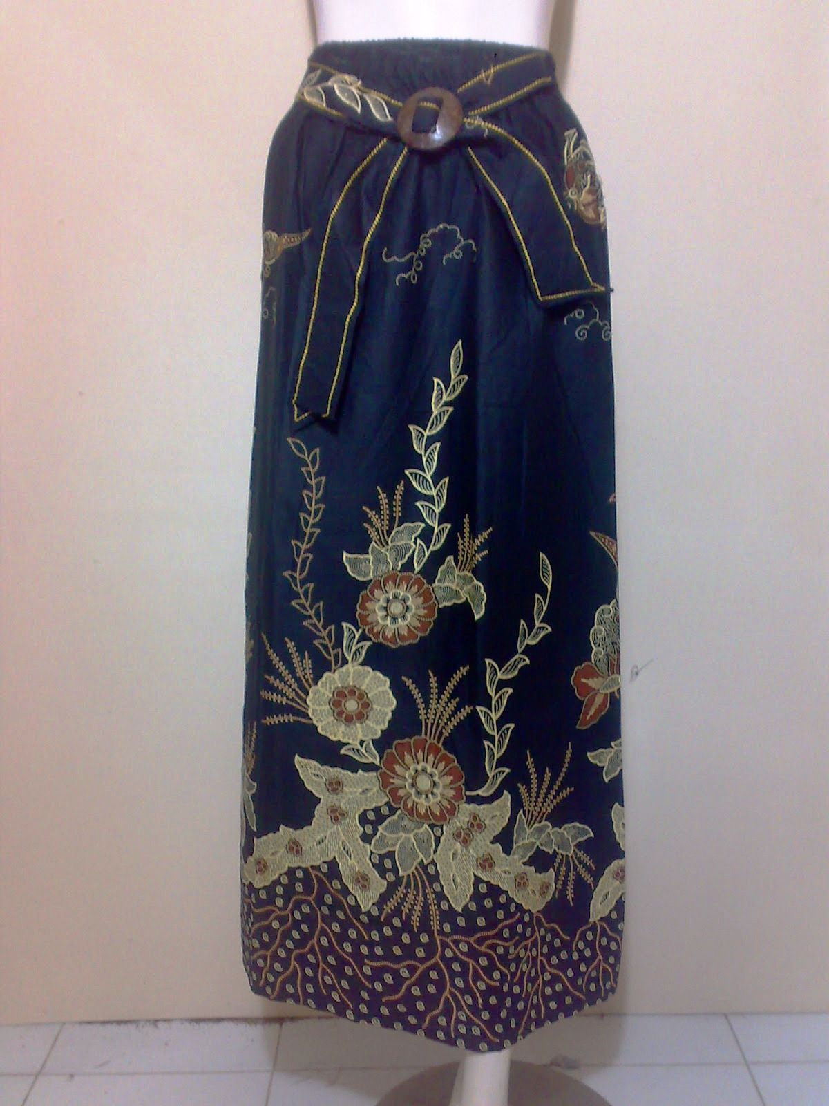 32 model rok batik panjang  pendek modern untuk pesta
