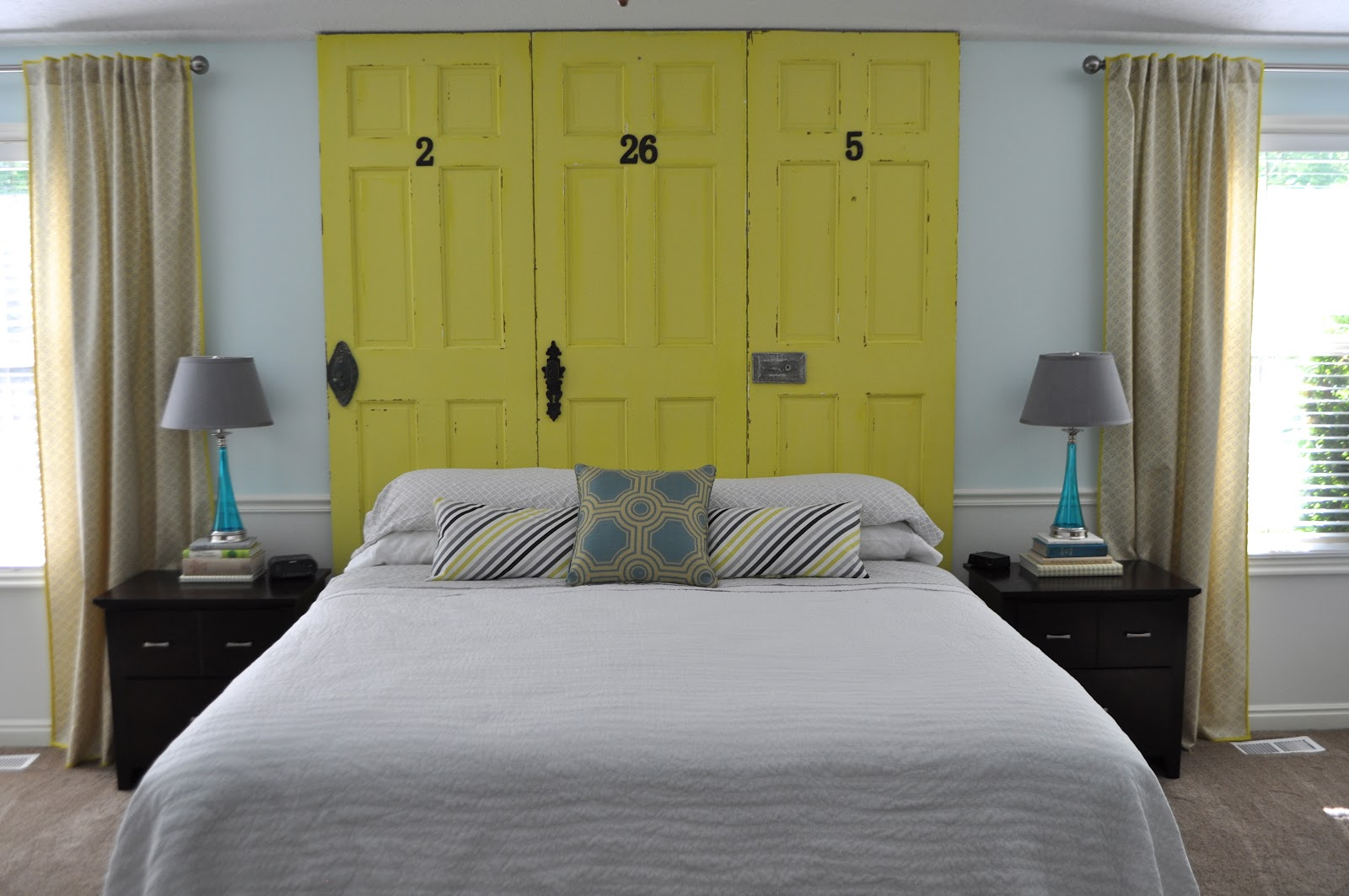 i am momma hear me roar how to make a headboard from doors. Black Bedroom Furniture Sets. Home Design Ideas