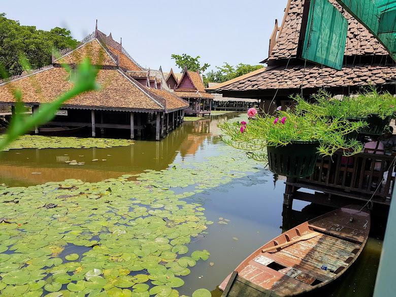 古城園區內的水上市場