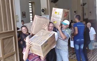 Paróquia de Cuité envia 10 mil latas de leite para associação que cuida de crianças com câncer