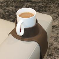 CouchCoaster est un support pour verre sur accoudoir de canapé