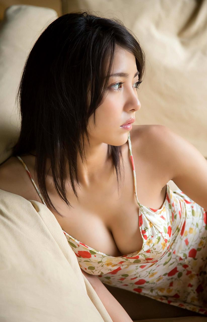 ren ishikawa sexy cleavage pics 01