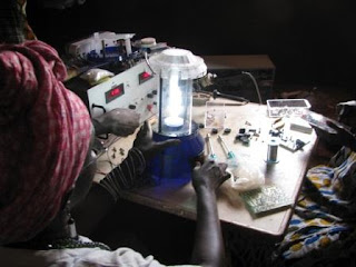 Fatima Seidi and Awa Mané are trained in solar power maintenance
