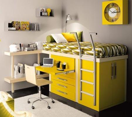 dormitorio con mesa de estudio