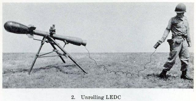 www.fertilmente.com.br - Davy Crockett Nuclear Mortar é basicamente um macaco com uma metralhadora, ou melhor, uma bazuca