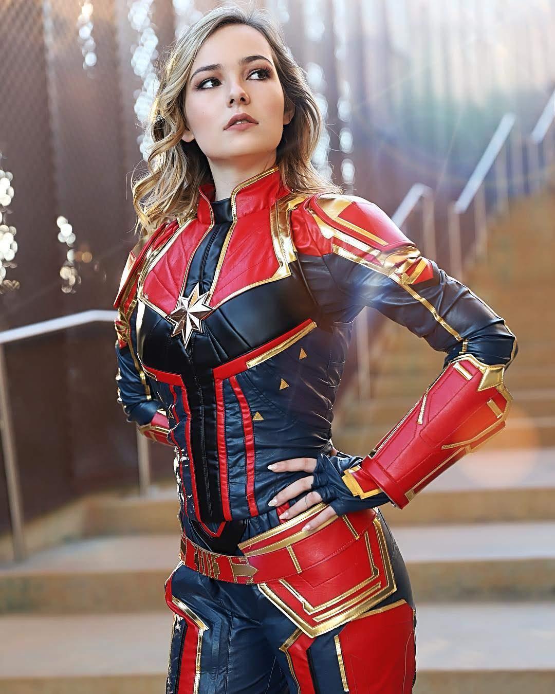 OMGcosplay as Captain Marvel : みなさんが最もワクワクの期待をしている新作映画は何ですか ? !、私が楽しみなのは…見りゃわかんだろ ! ! という、おなじみのマギーです ! !