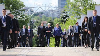 Merkel y Macron abogan por reforzar pacto nuclear con Irán