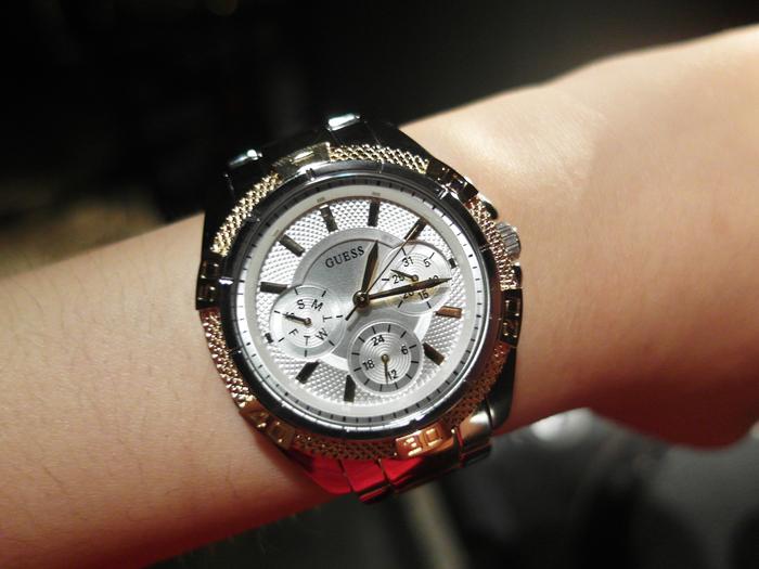 นาฬิกาข้อมือ Guess