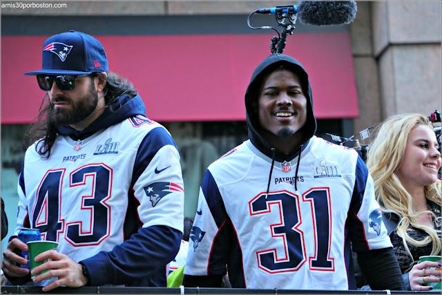 Nate Ebner y Jonathan Jones en el Desfile de los Patriots por la Celebración de la Super Bowl LIII