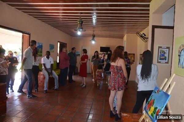 """Casa de Acolhimento municipal promove exposição do projeto """"Pintando o Futuro"""""""