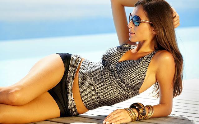 Фото девушек сзади на диких пляжах без смс 7 фотография