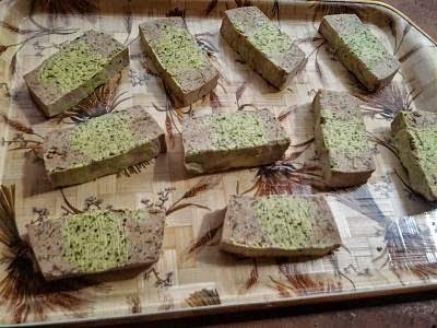jabón de algas, agua de mar y cáscara de pepino / seaweed, sea water and cucumber skin soap