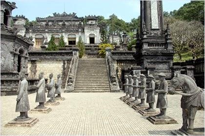 สุสานจักรพรรดิไคดิงห์ (Tomb of Khai Dinh)