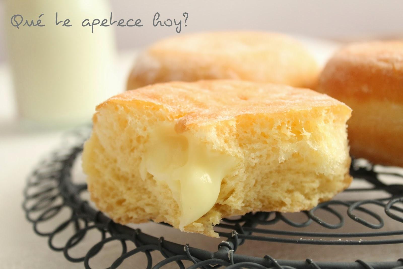 Bollitos rellenos con crema pastelera
