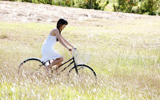 Asian Girl with Vintage Bicycle in Field HD Wallpaper