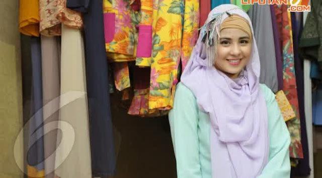 http://kutipan-media.blogspot.com/2014/11/selebriti-tampil-modis-dengan-hijab.html