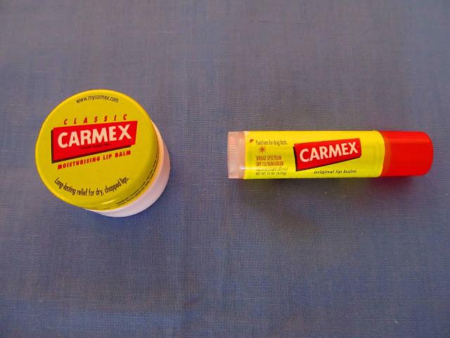Бальзами від Carmex у шайбочці та в стіку