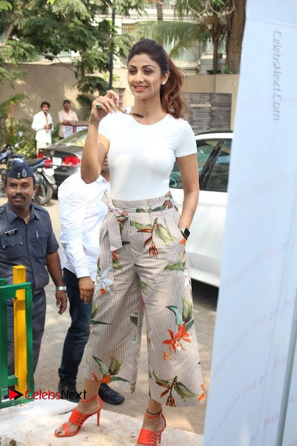 Bollywood Actress Shilpa Shetty Pos at Yoga Posed Statue Inauguration .COM 0001.jpg