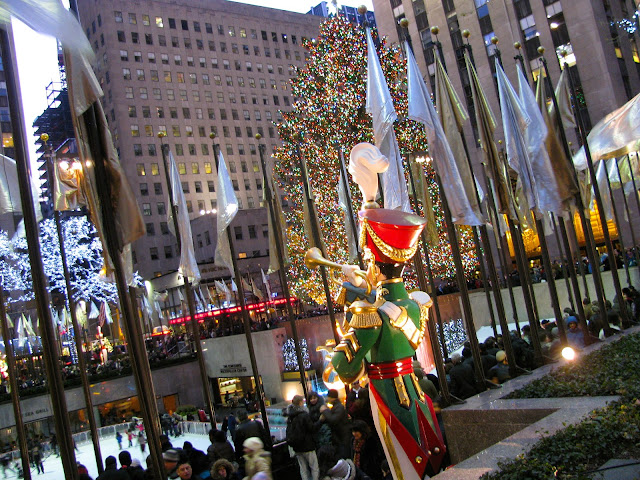 Giant-Wooden-Soldiers-Sounding-Horns-at-Rockefeller-Center-January-2012