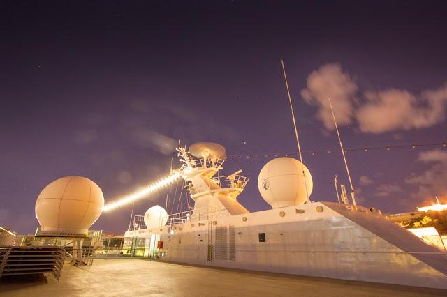 Sulla nave di notte