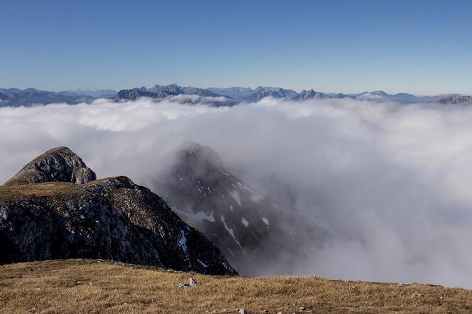 Wandern Hochsteiermark | Von der Laufstraße am Präbichl zum Gipfel des Hochturm | Wolkenmeer am Berg
