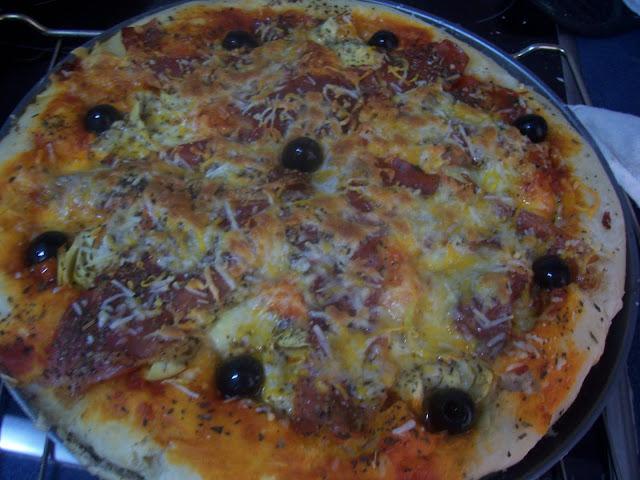 Pizza con Jamón, Alcachofas y Aceitunas. Receta