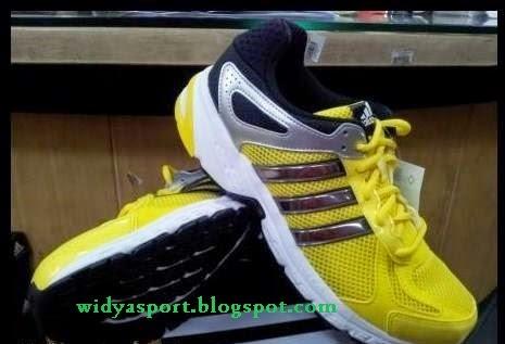 Kode sepatu  G64719 Stok size  39 cc88c76285
