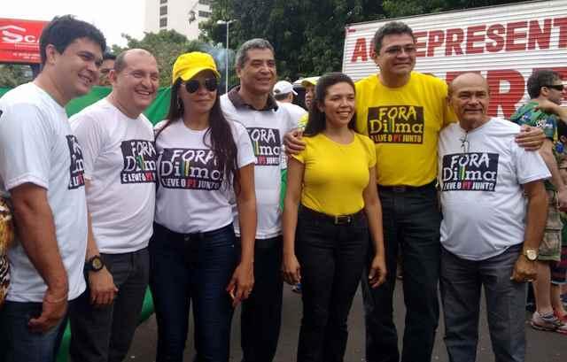 Auxiliares do prefeito Madeira e o líder no governo na Câmara, João Silva