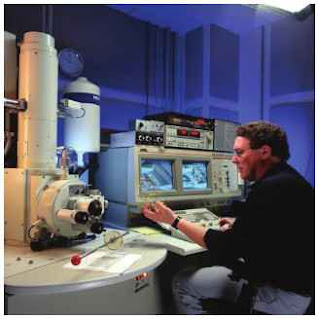 Scanning electron microscope. (Courtesy of Jim Yost and the National Renewable Energy Institute.)