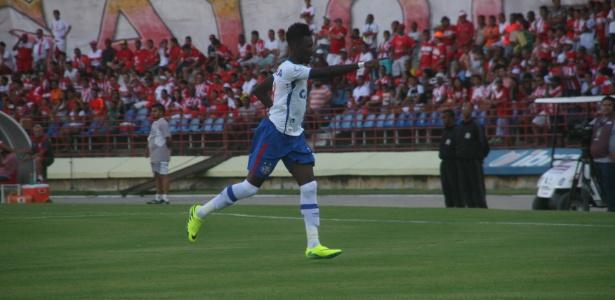 Com um jogador a mais, Bahia, cede empate ao CRB e fica fora do G-4