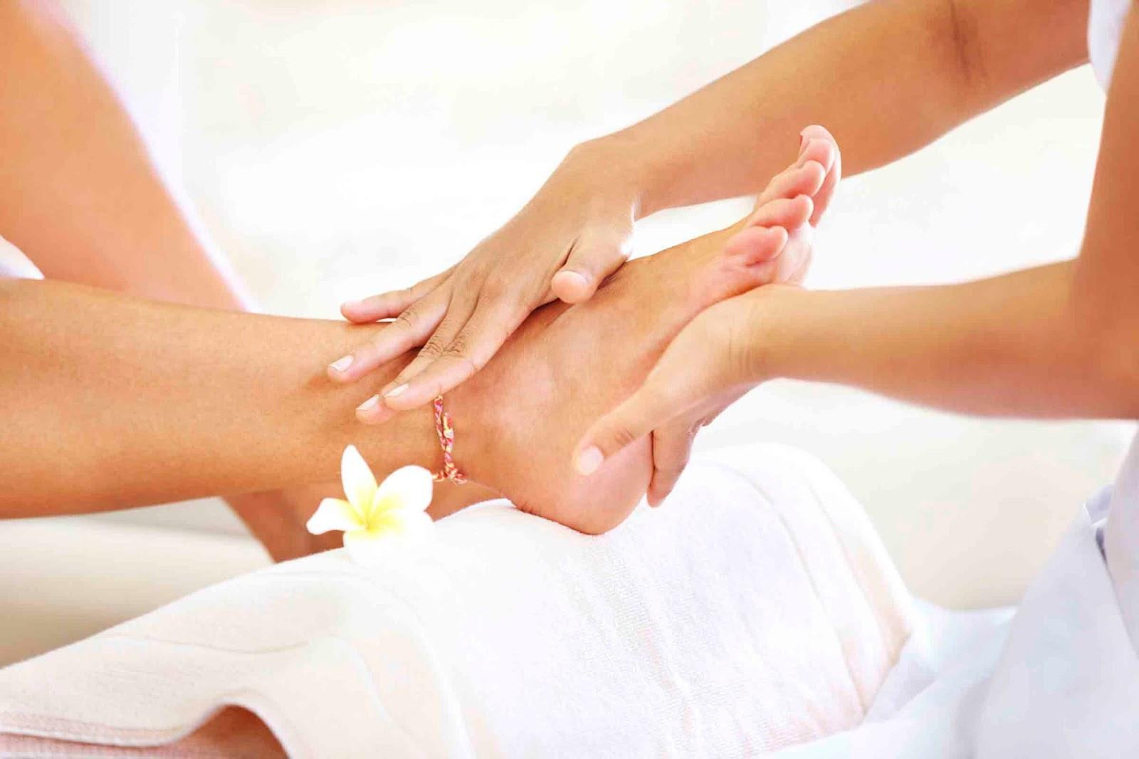 jenis macam layanans servis treatment perawatan kuku cantik indah penampilan cewek desain nail art kapster salon beauty therapist pijat massage cakep manicure pedicure spa kecantikan