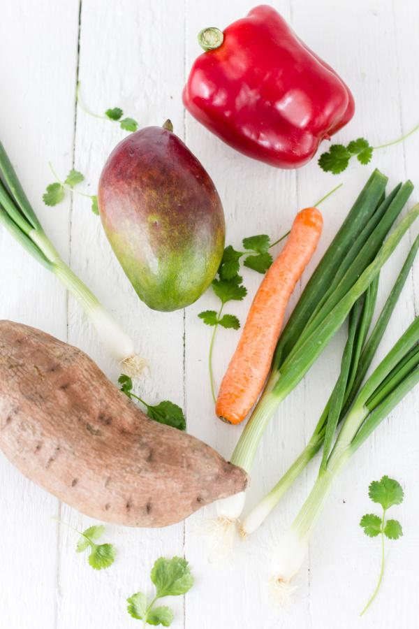 Zutaten für Vegetarisches Süßkartoffelcurry mit fruchtiger Mango und Cashewkernen