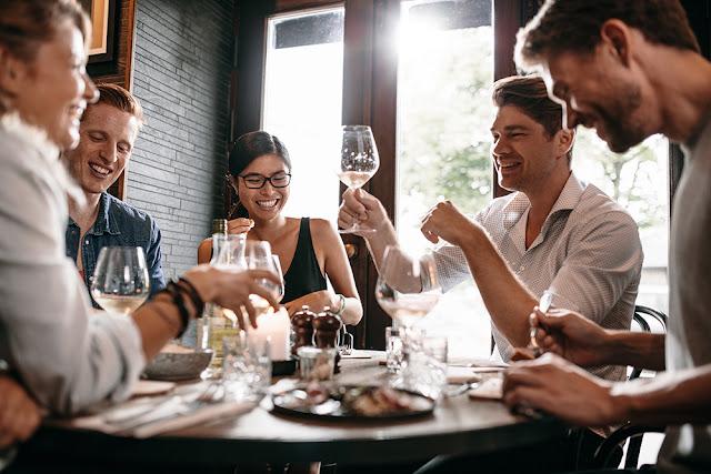 Tu cat de manierat esti la restaurant?