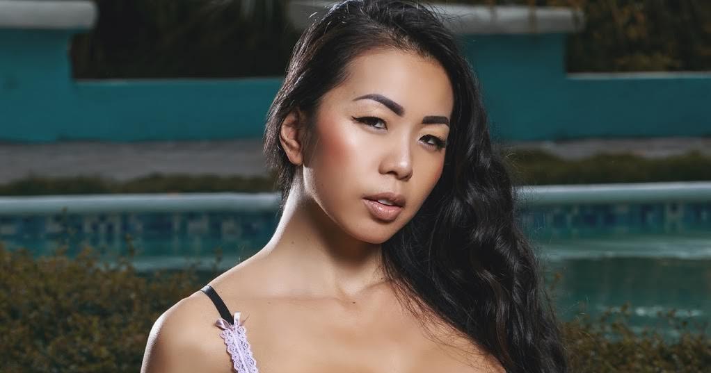 Shanny Lam Nude Photos 13