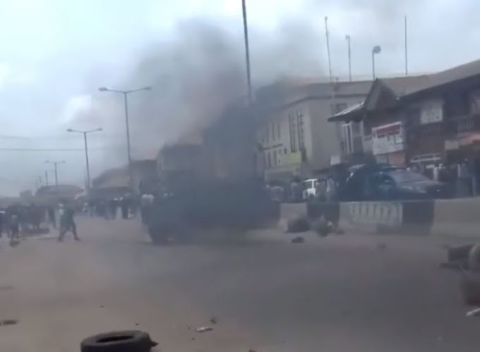 BREAKING!! Ballot Box Snatcher Burnt To Death In Lagos (Watch Video)