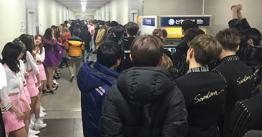 [instiz] WHAT THE CORRIDOR LOOKS LIKE AFTER MUSIC BANK'S RECORDING