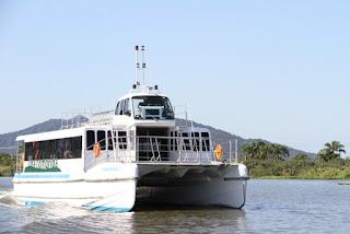 Turismo da Ilha lança novo roteiro do catamarã - Trincheira/ Baía dos Golfinhos no domingo 20/01