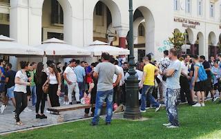 Βίαια συμπλοκή στο κέντρο της Θεσσαλονίκης με ξύλα, αιχμηρά αντικείμενα και μαχαίρια (Βίντεο)